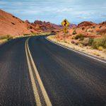 アメリカの荒野の坂道
